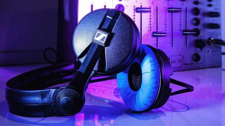 Sennheiser HD 25 Blue Limited Edition DJ Headphones Launched in India | Price in India | Specifications | 2YODOINDIA