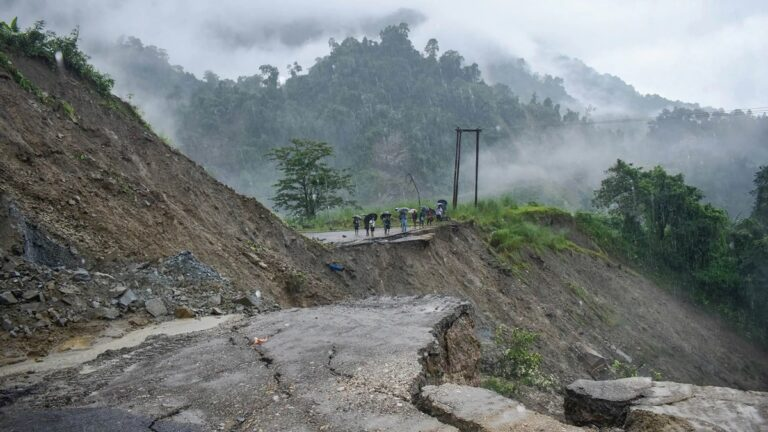 India is Developing Landslide Early Warning System   How Does it Work   Details Inside   What is the Early Warning System for Predicting Landslides   How does the Early Warning System Work   What are the Challenges to Develop Early Warning System   2YODOINDIA